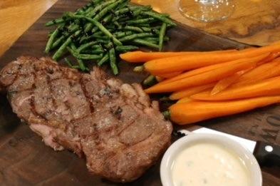 entree board steak and vegetables